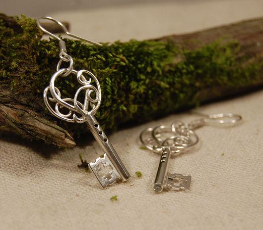 Серьги ввиде старинных ключей