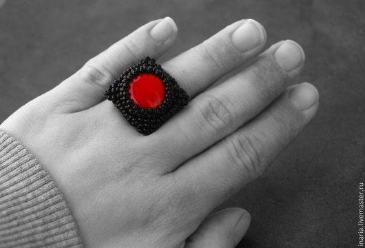 """Кольца ручной работы. Ярмарка Мастеров - ручная работа. Купить Кольцо с кораллом """"Краденное солнце"""". Handmade. Черный, кольцо вышитое"""