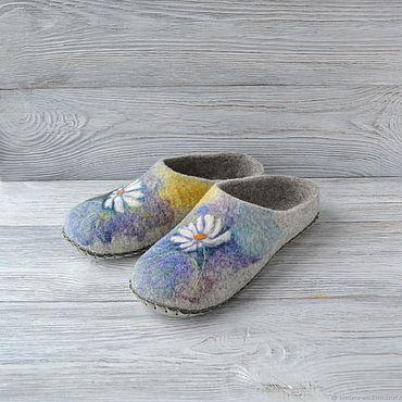 Обувь ручной работы. Ярмарка Мастеров - ручная работа Валяные тапочки Ромашки подарок для женщины на Новый год. Handmade.