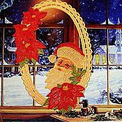 """Для дома и интерьера ручной работы. Ярмарка Мастеров - ручная работа Вышитое кружевное украшение  для окон """"Санта с пуансеттиями"""". Handmade."""