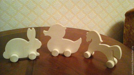 Забавные игрушки из дерева.  На колесах