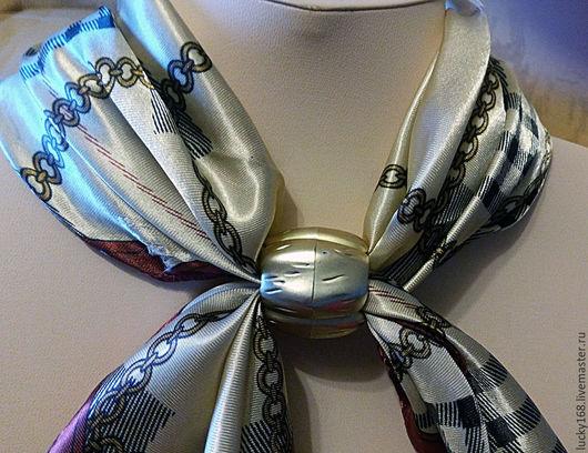 шелк искусственный шейный платок 30 на 30 см. Зажим под золото