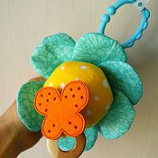 Куклы и игрушки ручной работы. Ярмарка Мастеров - ручная работа Погремушка Цветок с бабочкой. Handmade.