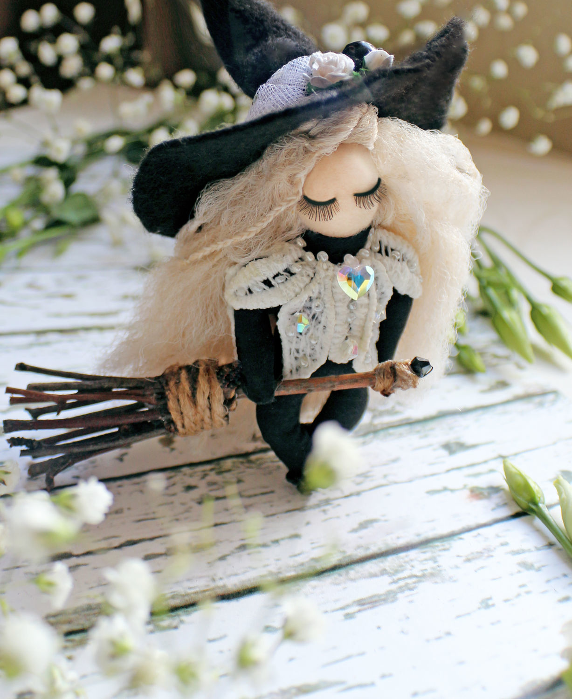 Брелок ведьмочка