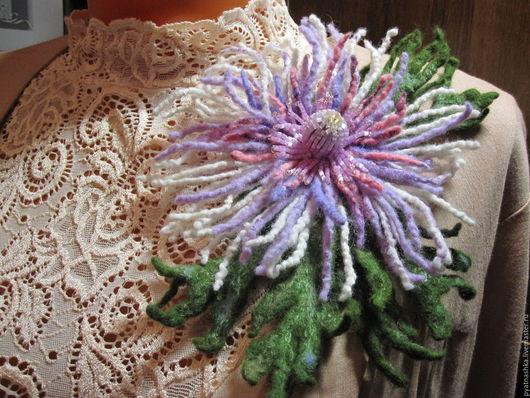Броши ручной работы. Ярмарка Мастеров - ручная работа. Купить Брошь  из шерсти. Handmade. Комбинированный, цветы, подарок