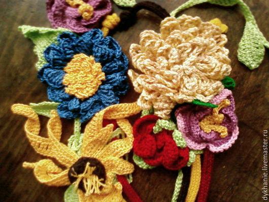 Цветы ручной работы. Ярмарка Мастеров - ручная работа. Купить цветы на шапках и одежде. Handmade. Разноцветный, нитки для вязания