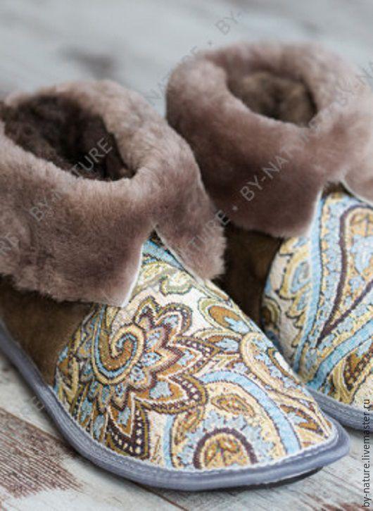 """Обувь ручной работы. Ярмарка Мастеров - ручная работа. Купить Чуни из овчины """"Огурцы"""" коричневые. Handmade. Коричневый, овчина, мех"""