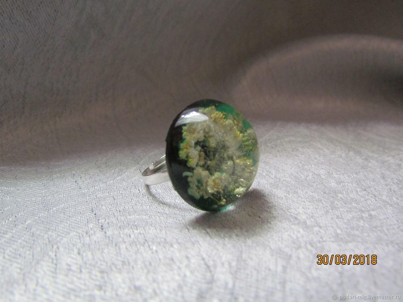 Коктейльное кольцо - имеющее причудливый сюжет- поможет подчеркнуть статус обладательницы, а также продемонстрировать ее вкус.