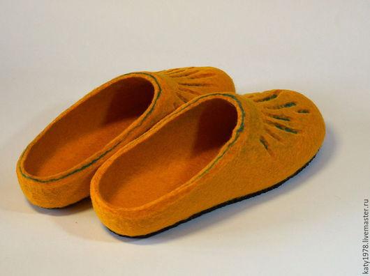 """Обувь ручной работы. Ярмарка Мастеров - ручная работа. Купить Тапочки валяные """"Осенние листики"""", из серии """"Детские ножки"""". Handmade."""