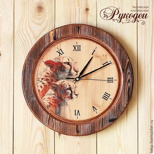 """Часы для дома ручной работы. Ярмарка Мастеров - ручная работа. Купить Часы настенные деревянные """"Леопарды"""". Handmade. Коричневый"""