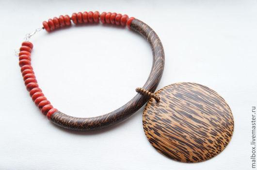 """Колье, бусы ручной работы. Ярмарка Мастеров - ручная работа. Купить Колье из коралла и дерева """"Восход над Африкой"""". Handmade."""