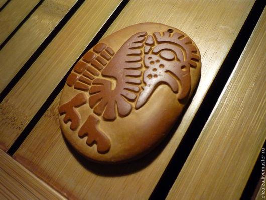 Ацтеки и майя считали эту птицу покровителем воздуха и символом добра, света, весны и растений.