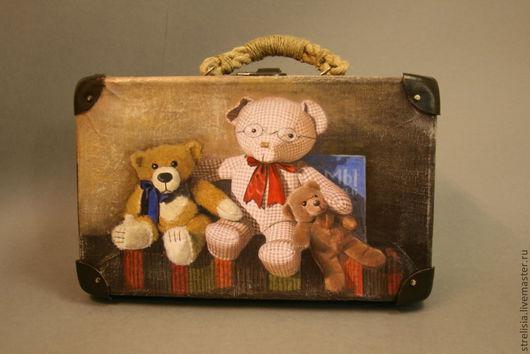 """Чемоданы ручной работы. Ярмарка Мастеров - ручная работа. Купить """"Мишкины сказки"""" Винтажный чемодан. Handmade. Чемоданчик, медвежата, подарок"""