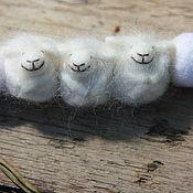 Украшения ручной работы. Ярмарка Мастеров - ручная работа Семья овечек. Бусы из шерсти. Handmade.