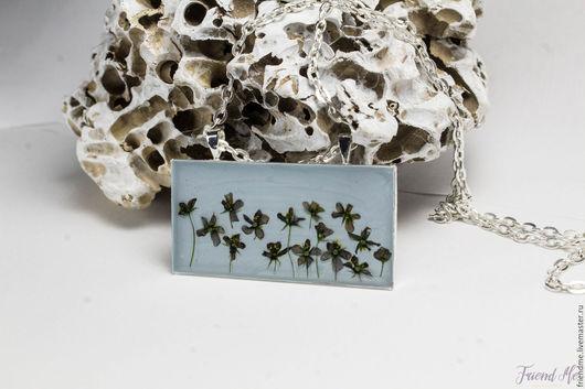 Кулоны, подвески ручной работы. Ярмарка Мастеров - ручная работа. Купить Серо-голубой прямоугольный кулон с темными цветочками. Handmade.