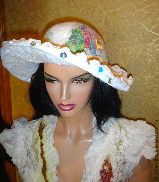 """Шляпы ручной работы. Ярмарка Мастеров - ручная работа. Купить Шляпка к платью """"Домики на шелке"""". Handmade. Белый, шляпка, Валяние"""