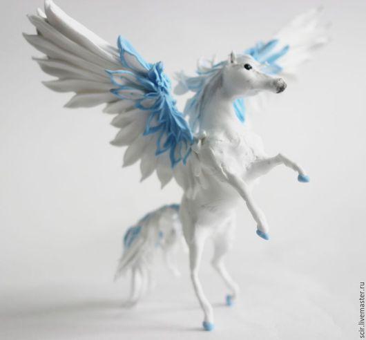 """Сказочные персонажи ручной работы. Ярмарка Мастеров - ручная работа. Купить фигурка """"пегас голубой с белым"""" (статуэтка пегаса, игрушка пегас). Handmade."""