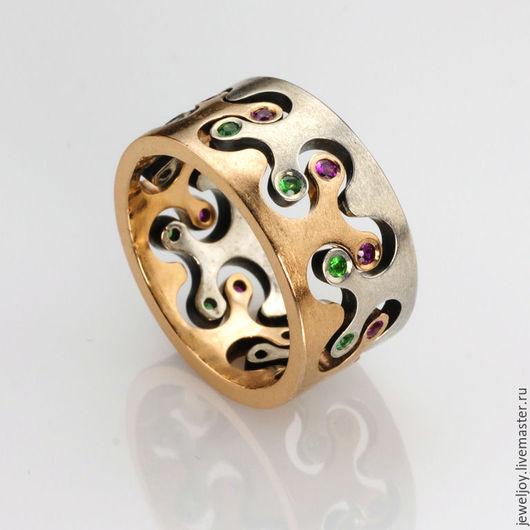Кольцо из золота 585 и серебра 925 проб. Природные рубины массой 0.25ct, и природные изумруды  0.2ct. Размер кольца 17.4