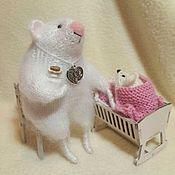 Мягкие игрушки ручной работы. Ярмарка Мастеров - ручная работа Мышка-мама с колыбелькой. Handmade.