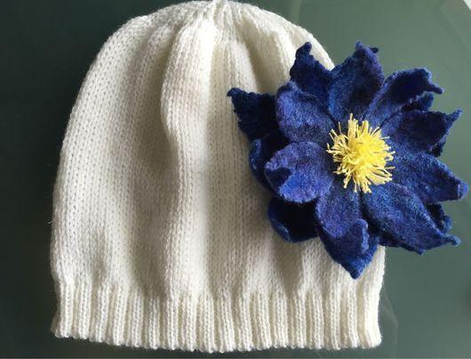 Шапки и шарфы ручной работы. Ярмарка Мастеров - ручная работа. Купить Вязаная шапочка для девочки с синим цветком. Handmade.