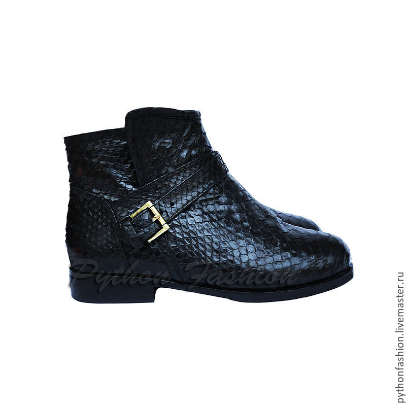 Shoes made of Python and fur. Winter boots from Python. Fashionable shoes from Python. Beautiful shoes from Python handmade. Stylish leather shoes with fur. Warm boots for winter. Fashionable leather