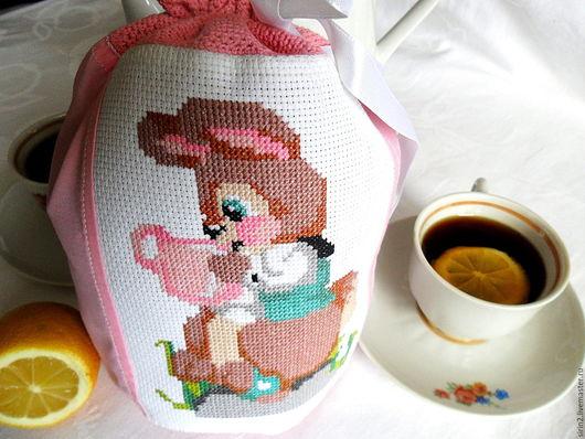 В раннем детстве мне всегда передавали вкусные подарки от зайчиков и белочек, примерно таким я и представляла себе доброго зайчика
