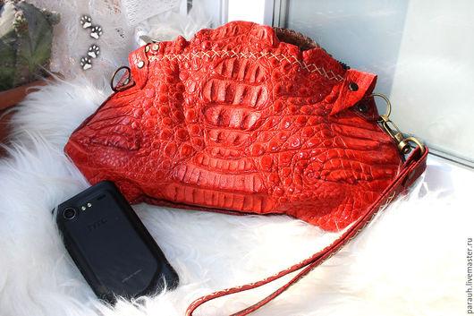 Женские сумки ручной работы. Ярмарка Мастеров - ручная работа. Купить Алый крокодиловый клатчик. Handmade. Сумка ручной работы
