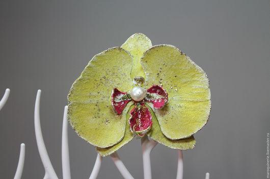 """Броши ручной работы. Ярмарка Мастеров - ручная работа. Купить Брошь из кожи Орхидея фаленопсис """"Yellow"""" желтая. Handmade. Желтый"""