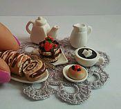 """Куклы и игрушки ручной работы. Ярмарка Мастеров - ручная работа миниатюрный набор """"""""Шоколадный рулетик с кофе"""". Handmade."""