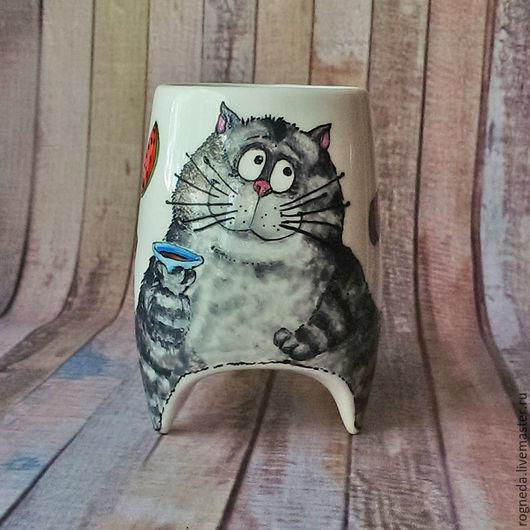 """Кружки и чашки ручной работы. Ярмарка Мастеров - ручная работа. Купить """"Серый кот за чаем"""" - чашка с ножками (0778). Handmade."""