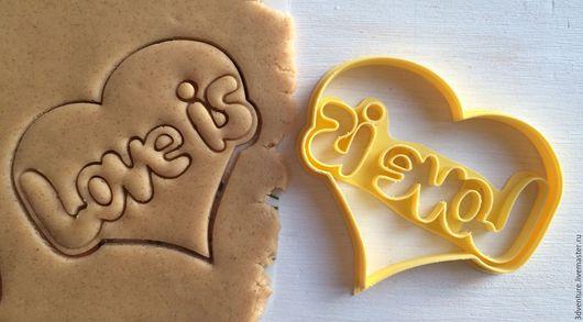 Кухня ручной работы. Ярмарка Мастеров - ручная работа. Купить Форма для печенья Love is. Handmade. Разноцветный, формочка для печенья