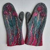 Аксессуары handmade. Livemaster - original item Women`s mittens felted Flowers on gray, mittens. Handmade.
