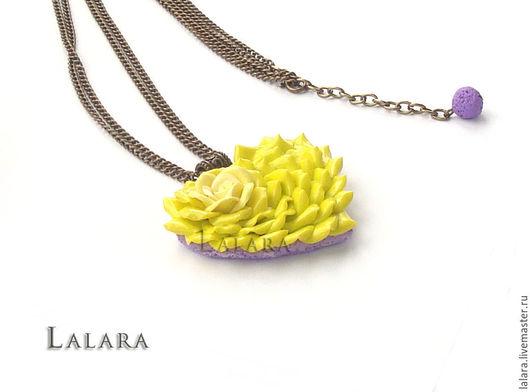 Кулон `Лаймовое сердце`  ручной работы из запекаемой полимерной глины (пластики)