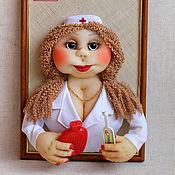 Мягкие игрушки ручной работы. Ярмарка Мастеров - ручная работа Панно портрет Медсестра Кукла доктор Подарок медику Картина. Handmade.