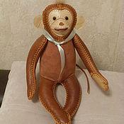 Куклы и игрушки ручной работы. Ярмарка Мастеров - ручная работа обезьяна- игрушка  из натуральной кожи. Handmade.