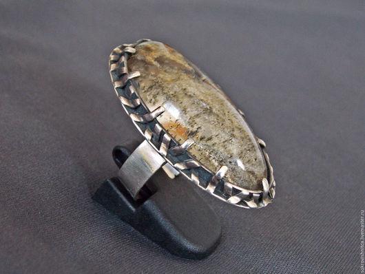 Серебряное кольцо `Глубина океана` с роскошным природным аквариумным кварцем,выполненное в ручную.