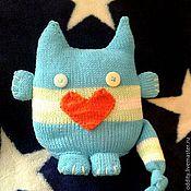Мягкие игрушки ручной работы. Ярмарка Мастеров - ручная работа Вязаная игрушка-подушка влюбленный Кото-монстрик. Handmade.