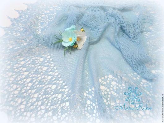 Шали, палантины ручной работы. Ярмарка Мастеров - ручная работа. Купить Шаль вязаная спицами ажурная Небесная космея и брошь с цветами из фоам. Handmade.