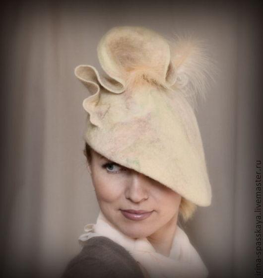 """Шляпы ручной работы. Ярмарка Мастеров - ручная работа. Купить Шляпка для коктейля """"Прогулка золотистой эфы"""". Handmade. Бежевый, войлок"""