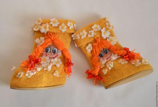 """Детская обувь ручной работы. Ярмарка Мастеров - ручная работа. Купить Валеночки домашние """"Маруся и ромашки"""". Handmade. Желтый"""