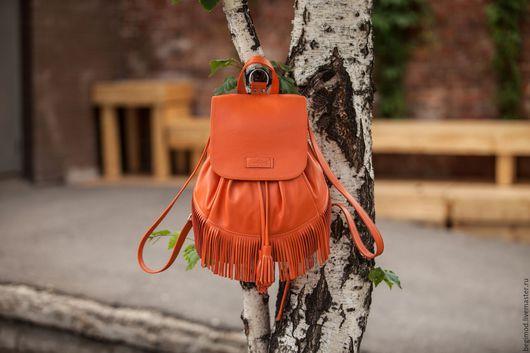 Рюкзаки ручной работы. Ярмарка Мастеров - ручная работа. Купить Рюкзак кожаный женский, с бахромой, рыжий, с серой замшей внутри. Handmade.