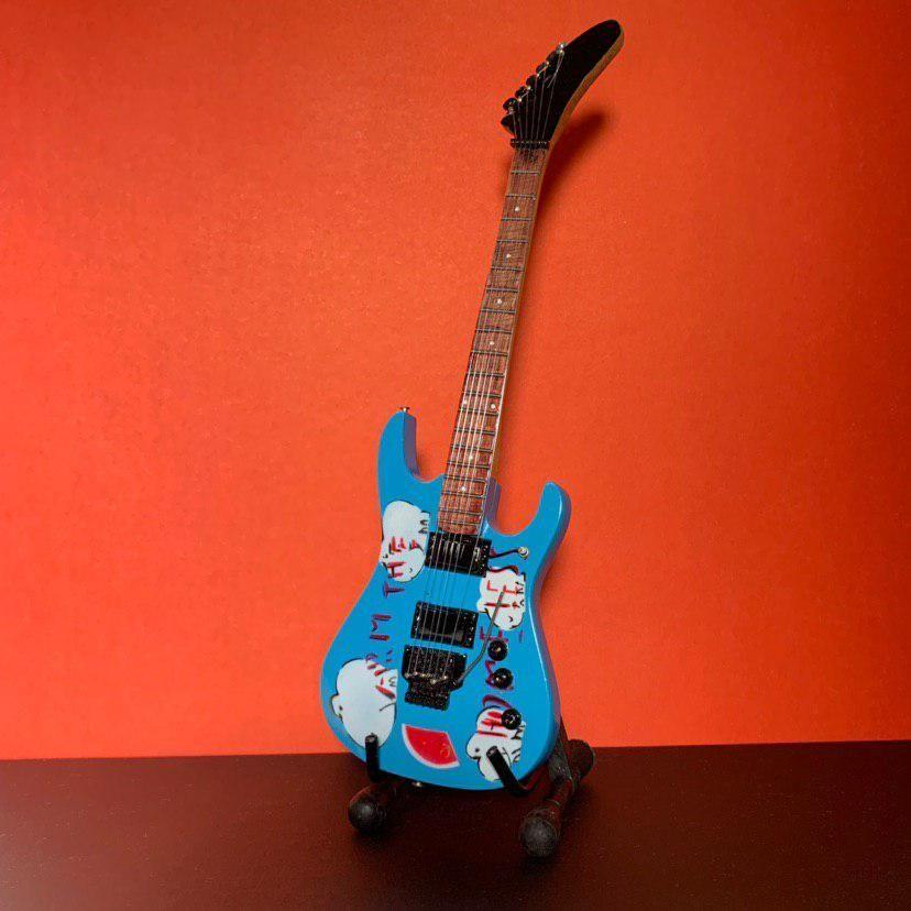 Сувенирная мини гитара Rage Against The Machine, Инструменты, Москва, Фото №1