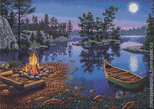 Костёр на берегу озера.