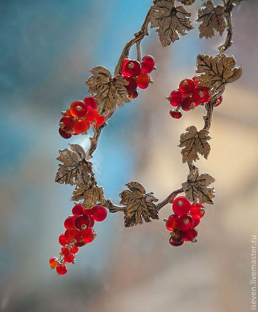 """Колье, бусы ручной работы. Ярмарка Мастеров - ручная работа. Купить Колье """"Светящиеся ягоды"""". Handmade. Ярко-красный, волшебство"""