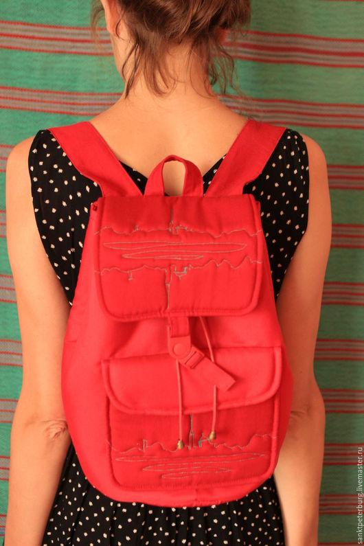 Рюкзаки ручной работы. Ярмарка Мастеров - ручная работа. Купить рюкзак красный стёганный с эскизом СПБ. Handmade. Ярко-красный
