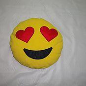 """Для дома и интерьера ручной работы. Ярмарка Мастеров - ручная работа Подушка смайлик """"Влюбленность"""". Handmade."""