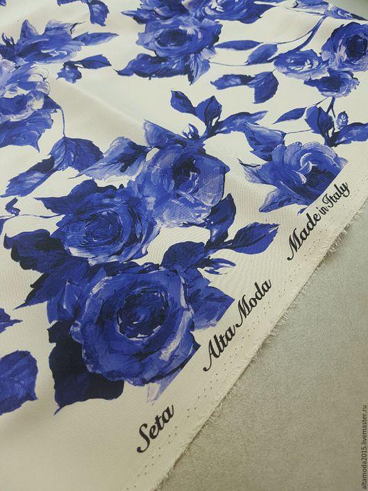 """Шитье ручной работы. Ярмарка Мастеров - ручная работа. Купить Креп-стрейч """"Синие розы на белом""""  шелк D&G. Handmade."""