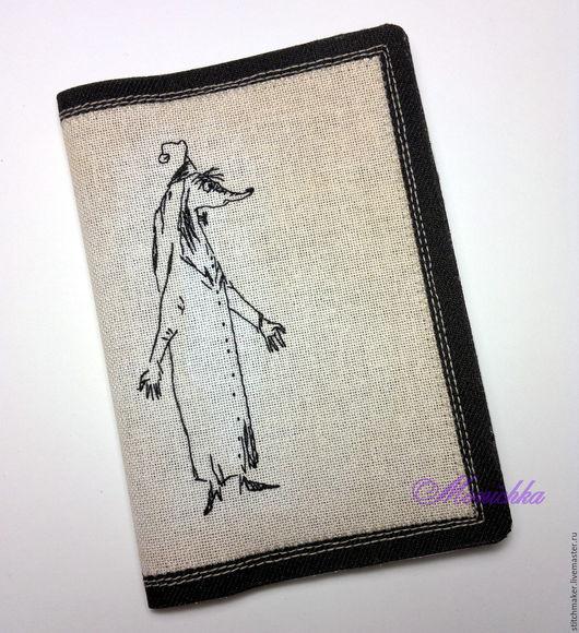 Обложка на паспорт с ручной вышивкой и  ручной тонировкой канвы.