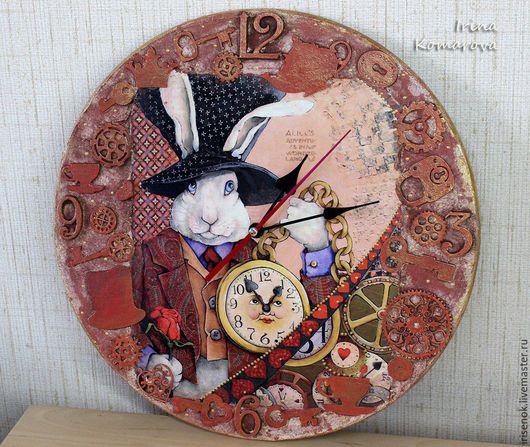 """Часы для дома ручной работы. Ярмарка Мастеров - ручная работа. Купить """"Следуй за белым кроликом"""", часы. Handmade. Коралловый"""