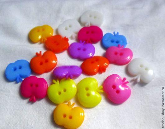 """Куклы и игрушки ручной работы. Ярмарка Мастеров - ручная работа. Купить Пуговицы пластиковые """"Яблоко"""". Handmade. Разноцветный, яблоко"""